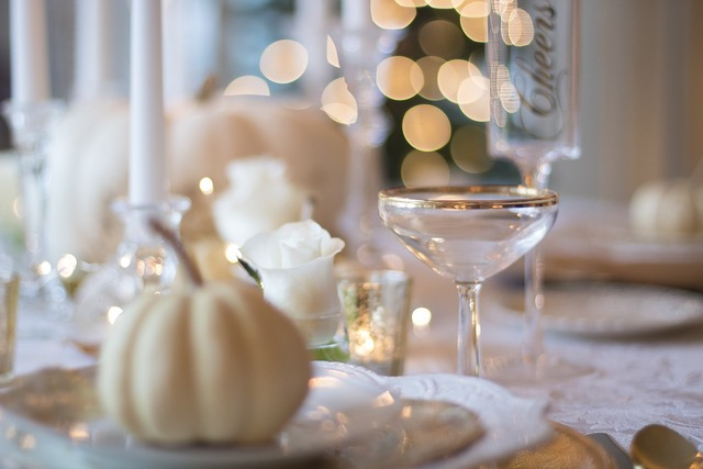 holiday-table-1926946 1280